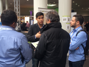 pixolus @ CeBIT 2017: Guilherme talking to visitors